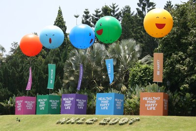 Balloons advertising healthy mind and body